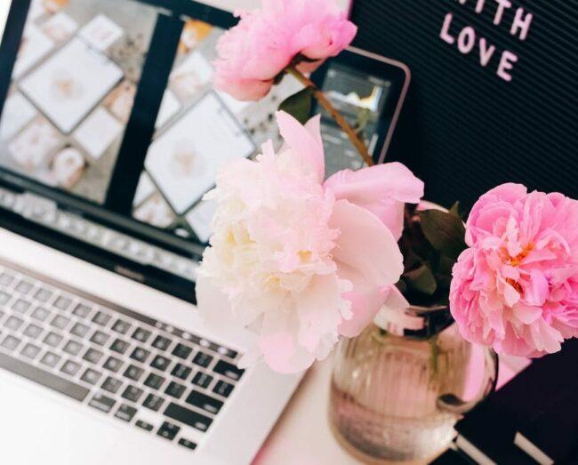 love woman laptop office